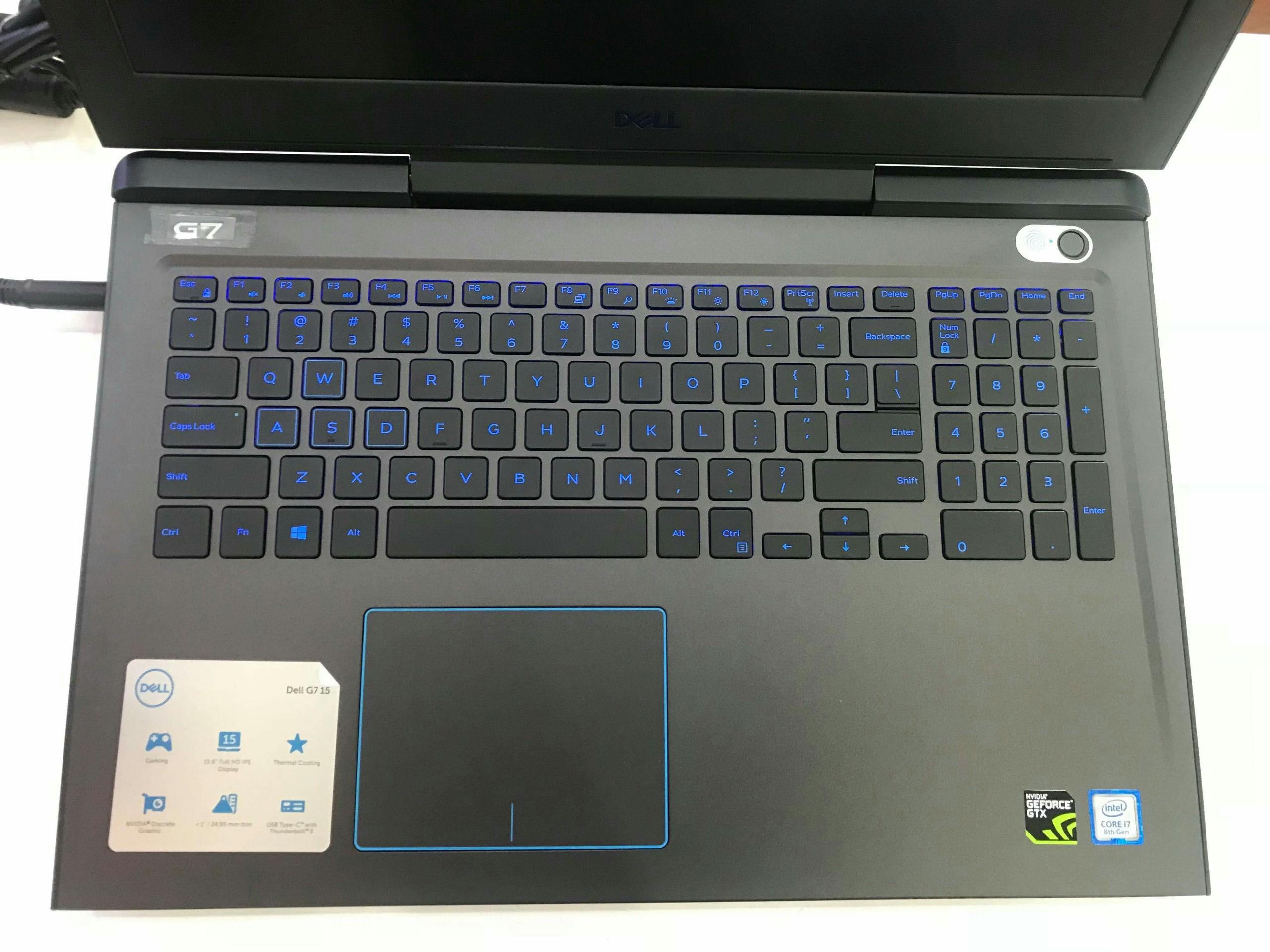 Đèn nền trên Dell G7 7588