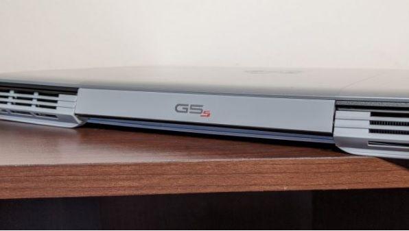 G5 15 SE có kích thước hơi dày và nặng